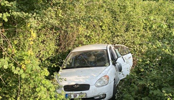 Anadolu Otoyolu'nda devrilen otomobildeki 3 kişi yaralandı