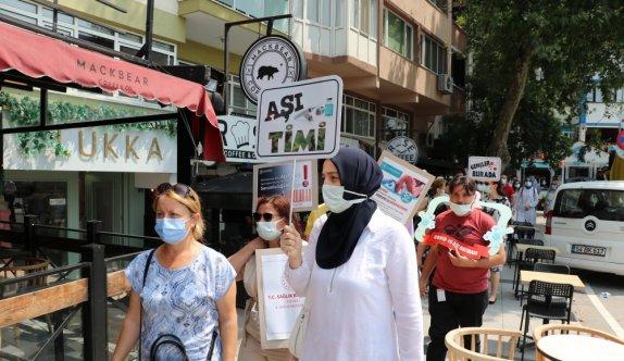 Kocaeli'de sağlık çalışanları aşı farkındalığını artırmak için sokağa çıktı