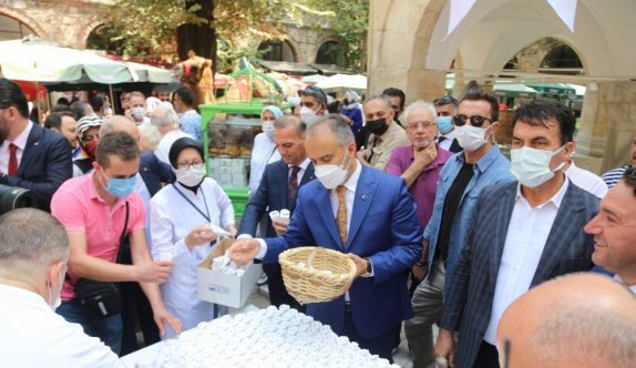 Bursa'daki 6 asırlık Koza Han'da temsili koza mezadı yapıldı