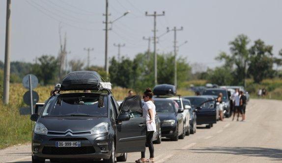 Kapıkule'deki yoğunluk nedeniyle, dönüşteki gurbetçiler diğer sınır kapılarına yöneliyor