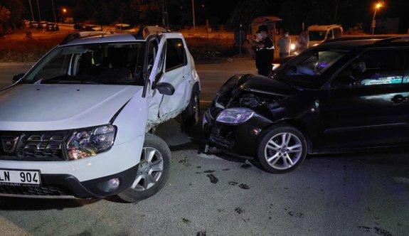 Tekirdağ'da iki otomobilin çarpışması sonucu 8 kişi yaralandı