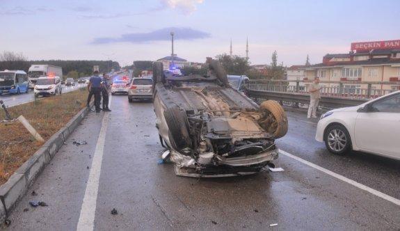 Tekirdağ'da karşı şeride geçen otomobil iki otomobile çarpıştı: 6 yaralı