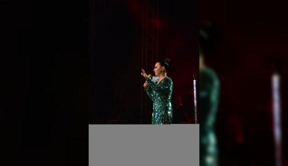 Uluslararası Bursa Festivali'nde Ebru Gündeş  sahne aldı