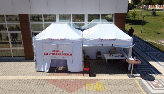 Bilecik Şeyh Edebali Üniversitesinde öğrencilere Kovid-19 aşısı uygulanıyor