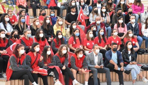 Bilecik'te vatandaşlar Türkiye-Sırbistan maçını dev ekranda izledi