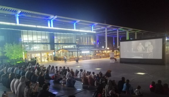 Bursa'da kısa film festivalinin yazlık sinema gösterimleri yapıldı