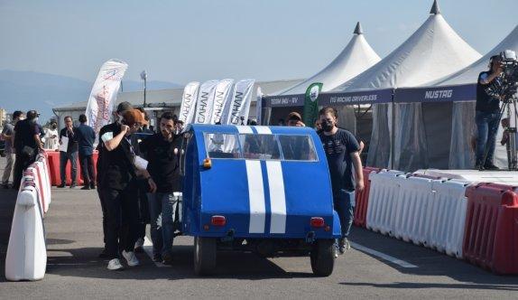 Cumhurbaşkanlığı Savunma Sanayii Başkanı Demir, TEKNOFEST'te yarışlara katılan otonom araçları inceledi: