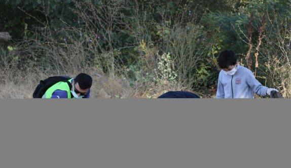 Edirne'de din görevlileri, öğrenci ve gönüllüler Tunca Nehri'nin çevresini temizledi