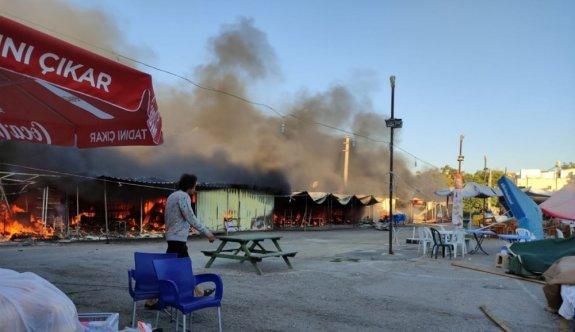 Edirne'de pazar yerinde çıkan yangında 9 baraka kullanılamaz hale geldi
