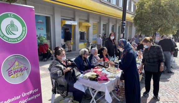 Edirne'de üretim mekanı kapanan kadınlar, işlerini caddeye taşıdı
