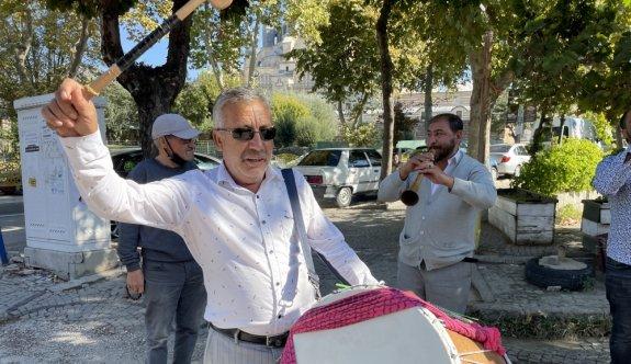 Edirne'ye gelen turistleri davul zurna ekibi karşılıyor