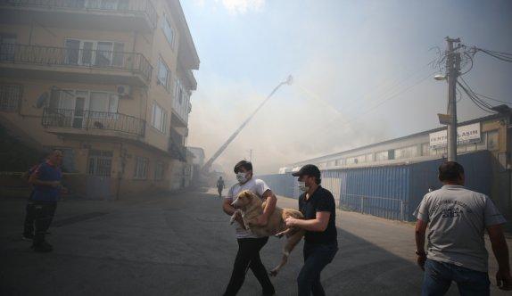 GÜNCELLEME 2 - Bursa'da tekstil atölyesinde çıkan yangın kontrol altına alındı