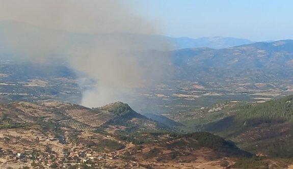 GÜNCELLEME - Balıkesir'de çıkan orman yangınına havadan ve karadan müdahale ediliyor