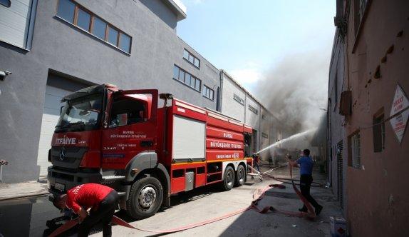 GÜNCELLEME - Bursa'da tekstil atölyesinde çıkan yangına müdahale ediliyor