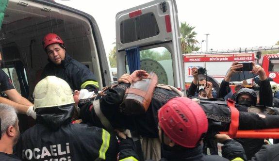 Kocaeli'de tramvay ile durağın beton zemini arasına ayağı sıkışan kadın kurtarıldı