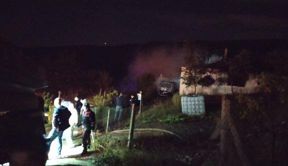 Sakarya'da evde çıkan yangında baba ve üç çocuğu yaşamını yitirdi