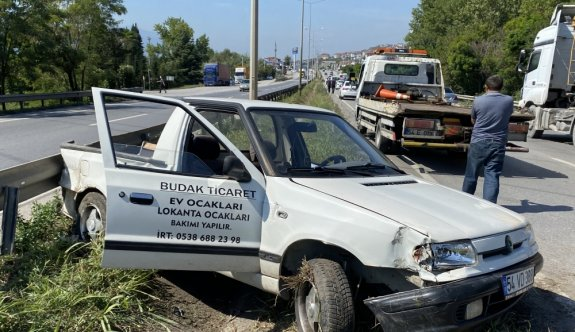 Sakarya'da otomobil ile hafif ticari araç çarpıştı: 4 yaralı