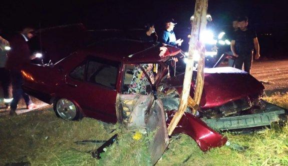 Tekirdağ'da elektrik direğine çarpan otomobilin sürücüsü ağır yaralandı
