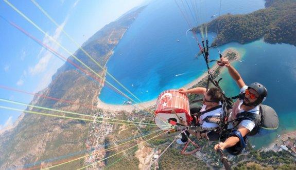 Tekirdağlı davulcu Fethiye'de gökyüzünde ve denizin altında davul çaldı