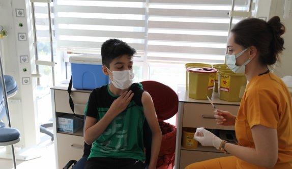 Trakya'da tercihe bağlı 12 yaş ve üzeri üstü çocuklar da aşılarını yaptırıyor