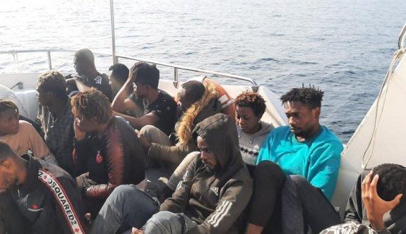 Çanakkale'de Türk kara sularına itilen 14 düzensiz göçmen kurtarıldı