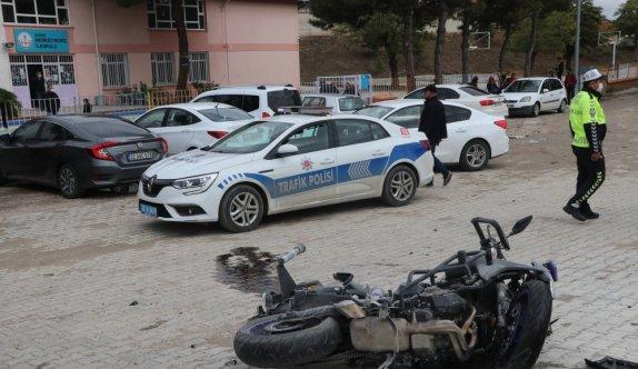 Edirne'de motosikletli polis memuru, olay yerine giderken geçirdiği trafik kazasında  yaralandı