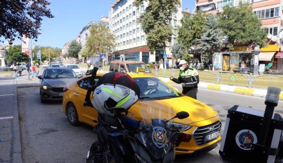 Edirne'de yayalara yol vermeyen sürücülere ceza uygulandı