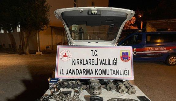 Kırklareli'nde Bulgaristan'dan kaçak getirilen motosiklet yedek parçaları ele geçirildi