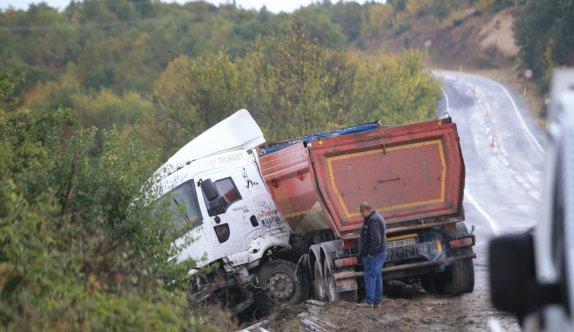 Kırklareli'nde tır ile çarpışan otomobilin sürücüsü öldü