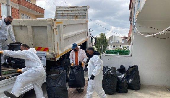 Kocaeli'de çöp biriktirilen ev şikayet üzerine temizlendi