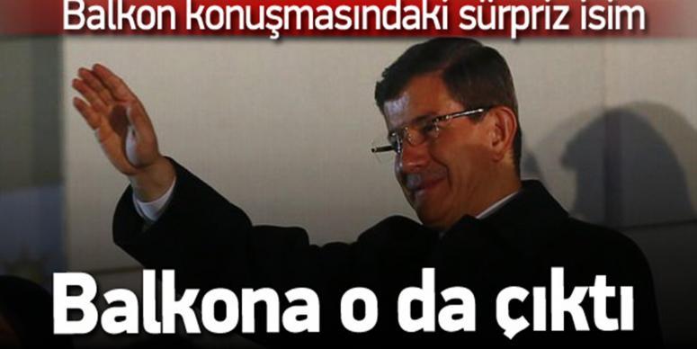 Davutoğlu'nun balkon konuşmasında sürpriz isim