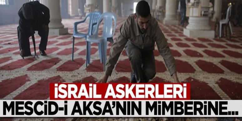 İsrail askerleri postallarıyla Mescid-i Aksa'nın mimberine çıktı