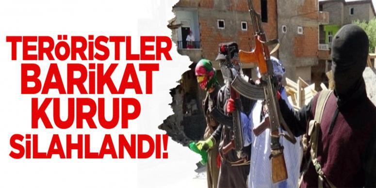 Hakkari'de teröristler silahlarıyla barikatlarda!