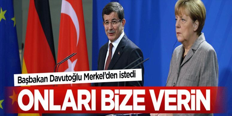 Başbakan Davutoğlu Merkel'den kaçak savcıları istedi