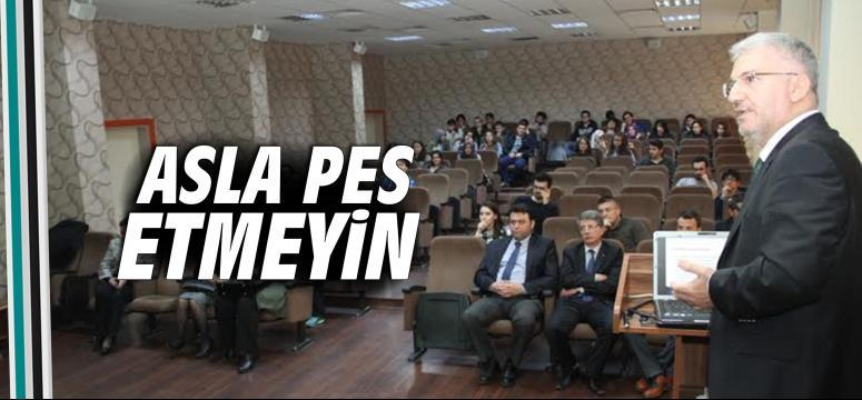 Başkan Vekili Özak, öğrencilere mimari tecrübelerini aktardı