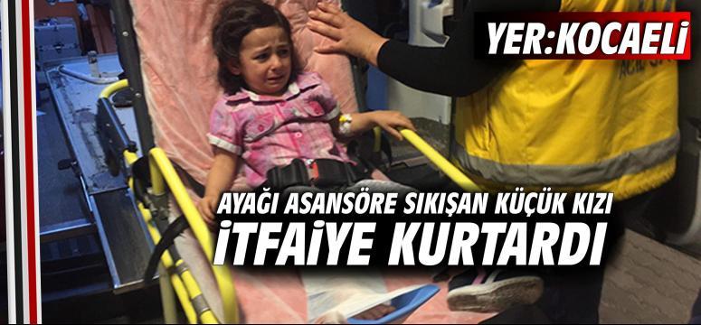 Ayağı asansöre sıkışan küçük kızı itfaiye kurtardı