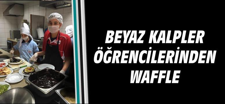 Beyaz Kalpler öğrencilerinden waffle