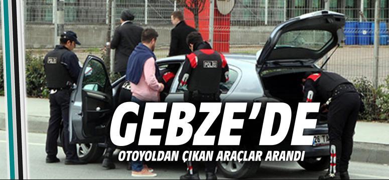 Gebze'de Otoyoldan Çıkan Araçlar Arandı