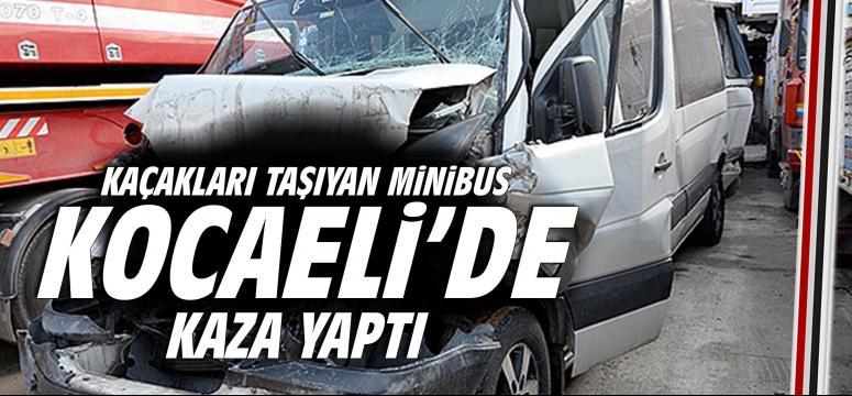 Afgan kaçakları taşıyan minibüs Kocaeli'de kaza yaptı: 6 yaralı