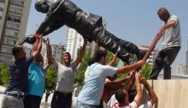 Ömer Halisdemir'in heykelini diktiler