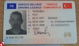 Çipli sahte sürücü belgesi ile yakalandılar