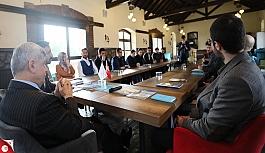 Başkan Karaosmanoğlu, ''Hedefimiz bilimle, sanatla ve sporla ilgilenen bir gençlik''