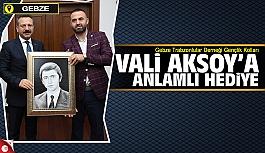 Trabzonlu Gençlerden Vali Aksoy'a anlamlı hediye