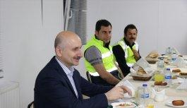 Ulaştırma ve Altyapı Bakanı Karaismailoğlu, Sakarya'da işçilerle iftar yaptı