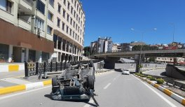 Sokağa çıkma kısıtlamasını ihlal eden ehliyetsiz sürücü kaza yaptı