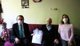 Kapı kapı dolaşıp yaşlı ve hastalara bayram sevinci yaşattılar