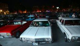 Sakarya'da bazı vatandaşlar araçlarından film izledi