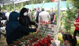 15 Temmuz şehidi polis memuru Gökbayrak, Sakarya'daki mezarı başında anıldı
