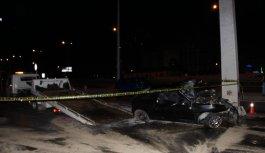 İstanbul'da trafik tabelası direğine çarpan otomobildeki 4 kişi yaralandı
