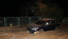 Edirne'de çamura saplanan otomobil kurtarıldı